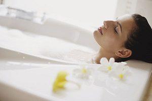 معایب حمام کردن طولانی بر کیفیت رابطه جنسی