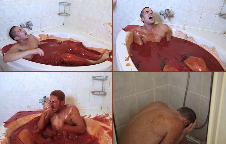 اقدام جنون آمیز پسر جوان در حمام +تصاویر