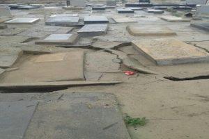 سیل قبرستان بوشهر را شکافت