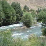 دوعروس خانواده بر روی حاشیه رودخانه نشسته بودند که…