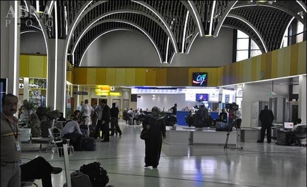 وضعیت پوشش این مسافر در فرودگاه همه را انگشت به دهان کرد!