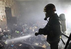 مهار آتشسوزی در کارخانه ظروف یکبار مصرف+ تصاویر