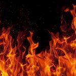 مرد الکلی و معتاد، همسر و ۲ دخترش را به آتش کشید!