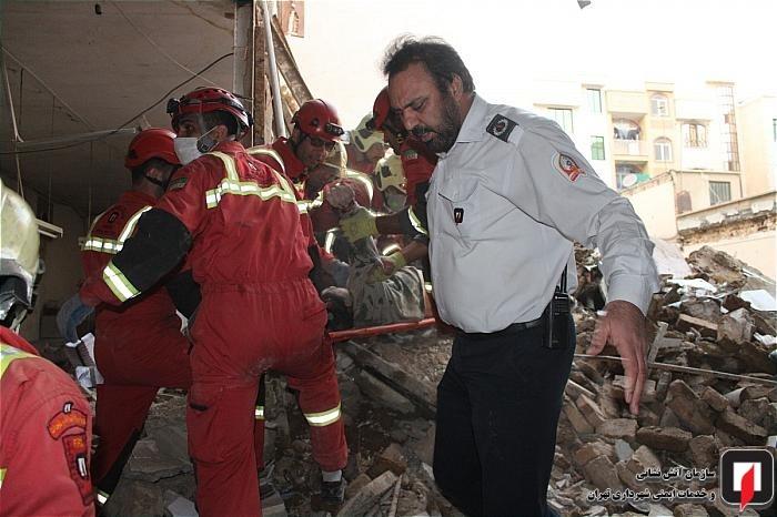 ریزش مرگبار ساختمان ۴طبقه در خیابان کمیل تهران !
