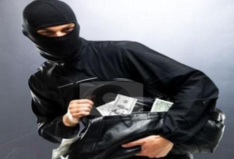 حمله دزدان به دختر