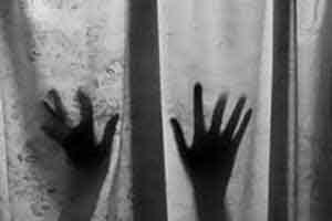 خودکشی و مرگ دختر ۱۹ ساله پس از تجاوز پدرش!