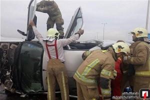 تصاویر وحشتناک گیرکردن مردی داخل ماشین مچاله در تصادف پارس و سوناتا + جزییات