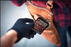 مردی با پراید، دزد موبایل خود را در خیابان دماوند زیر گرفت!