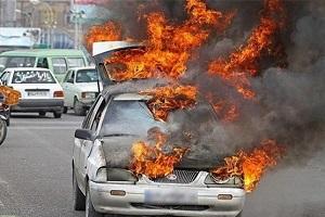 آتش گرفتن پراید پس از تصادف با درخت در تهران!