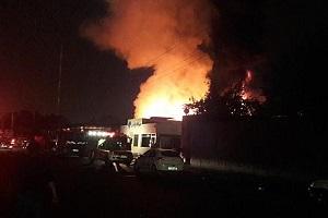 تصاویری از آتشسوزی گسترده انبار یک شرکت تولید قطعات خودرو!
