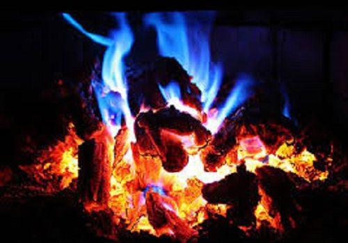 به آتش کشیدن جنازه ی پدر توسط پسر بی وفایش