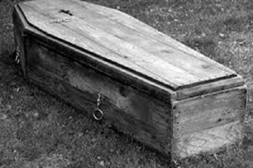 خاکسپاری هولناک با صدای ترسناک داخل تابوت + عکس