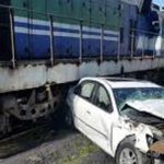 تصادف ماشین با قطار در سوادکوه باعث له شدن خودروی لوکس شد