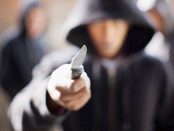 چاقو کشی برای پلیس