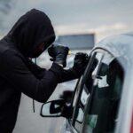سارقان خودرو در مشهد حین فرار پلیس جوان را زیر گرفتن + ویدیو