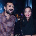 اشکان خطیبی و همسرش در نمایشگاه کتاب