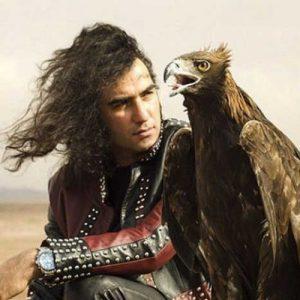 رضا یزدانی بعد از ۲۰ سال موهایش را زد +فیلم