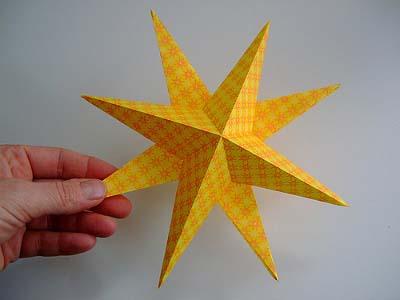 با کاغذهای رنگی آویز ستاره ای درست کنید +تصاویر