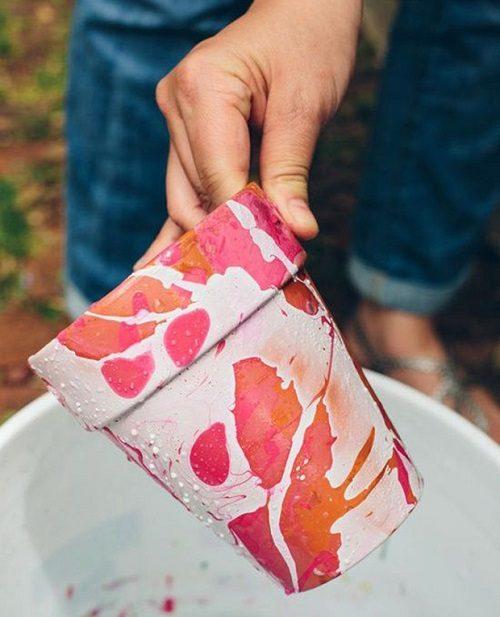 رنگ و لعاب دادن به گلدان با لاک ناخن +تصاویر