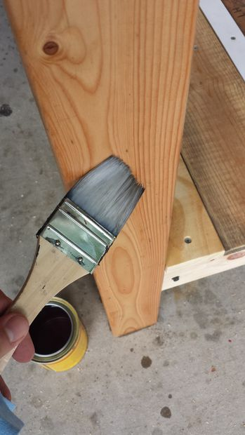 نیمکت چوبی