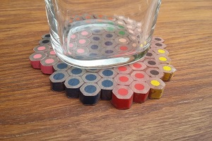 با مدادرنگی های کهنه زیرلیوانی رنگی و جذاب بسازید