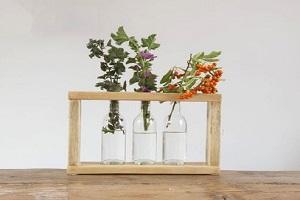 با وسایل بازیافتی یک گلدان رومیزی شیک بسازید