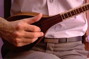 آشنایی با هنر پرده سازی و سه تار از آلات موسیقی