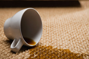 لکه چای روی لباس و فرش را به راحتی از بین ببرید