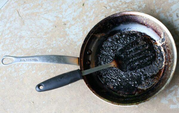 از بین بردن لکه های ظروف