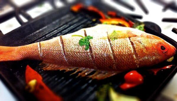 سرخ کردن ماهی با فلس