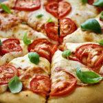 برای تمیز کردن پنیر پیتزای چسبیده به ظرف