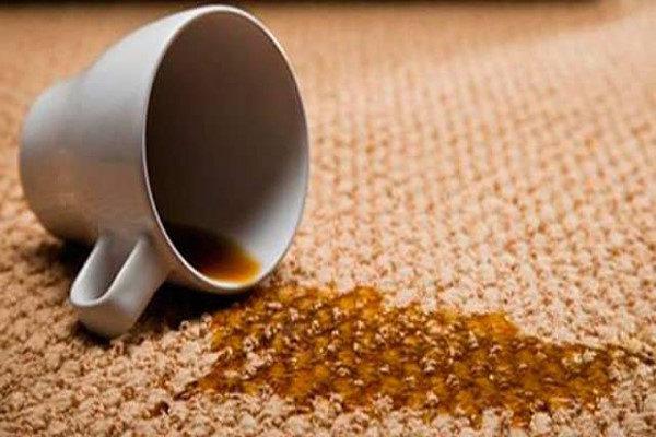 روی فرش لکه چایی از قبل مانده باشه