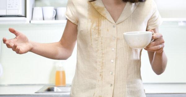 بر طرف کردن لکه چای از روی لباس سفید