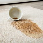 لکه های چای و نسکافه بر روی فرش