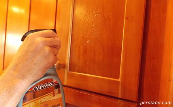 پاک کردن رنگ روغنی از روی در چوبی