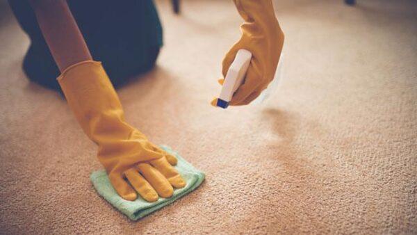 پاک کردن چسب از روی موکت