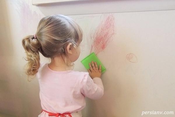 چگونه میتوان لکه های خودکار و ماژیک را از دیوار پاک کرد