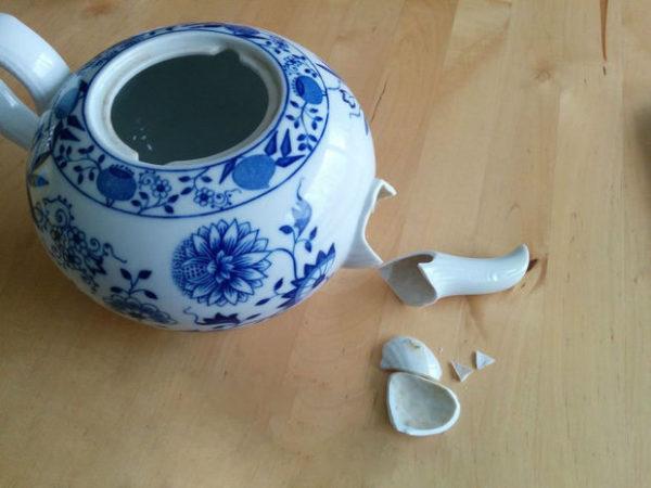 ترک خوردگی فنجان ها و ظروف چینی را با شیر می توان برطرف کرد