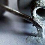 چطور لکه لاک غلط گیر را از سطوح مختلف پاک کنیم؟