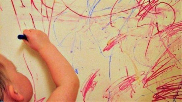 پاک کردن لکه های مداد از دیوار