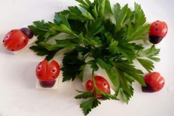 تزیین گوجه فرنگی به شکل کفشدوزک