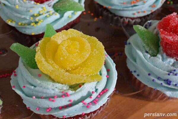 تزیین کیک با گل های شکری