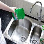 چگونه سینک ظرفشویی را تمیز و براق کنیم؟