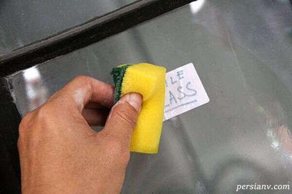 نحوه پاک کردن برچسب از روی شیشه