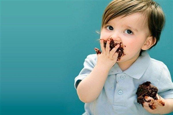 از بین بردن لکه شکلات روی لباس