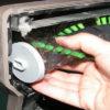 ۶ گام سریع و آسان برای تمیز کردن جارو برقی+تصاویر