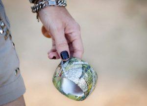 آموزش ساخت النگو با نوار چسب و روزنامه +تصاویر