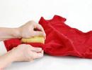 چطور لکه لاک را از روی لباس پاک کنیم؟