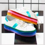 آموزش رنگ آمیزی کفش های اسپرت با رنگ های شاد+تصاویر