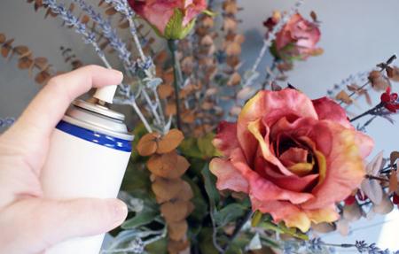 تمیز کردن گل های مصنوعی با مواد طبیعی